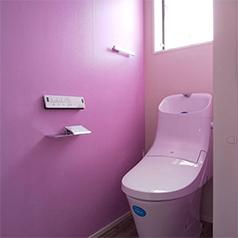 画像:トイレの壁をピンクに