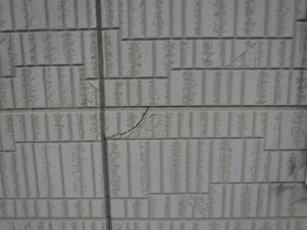 画像:外壁のひび割れ