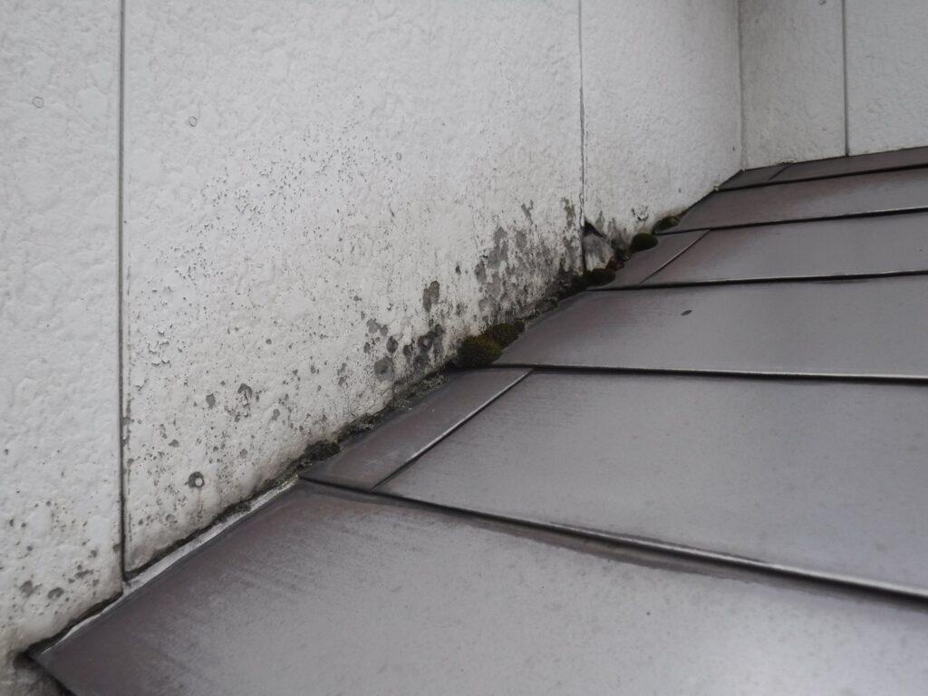 写真:外壁と屋根の取り合い