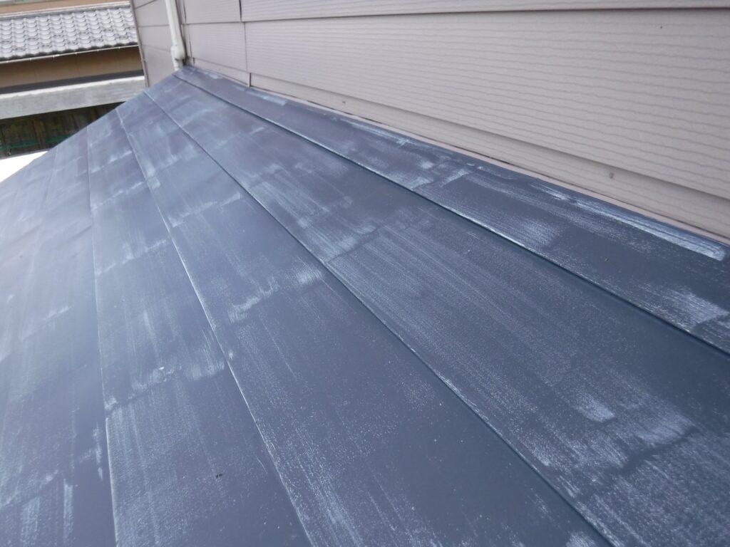 写真:金属屋根の色あせ